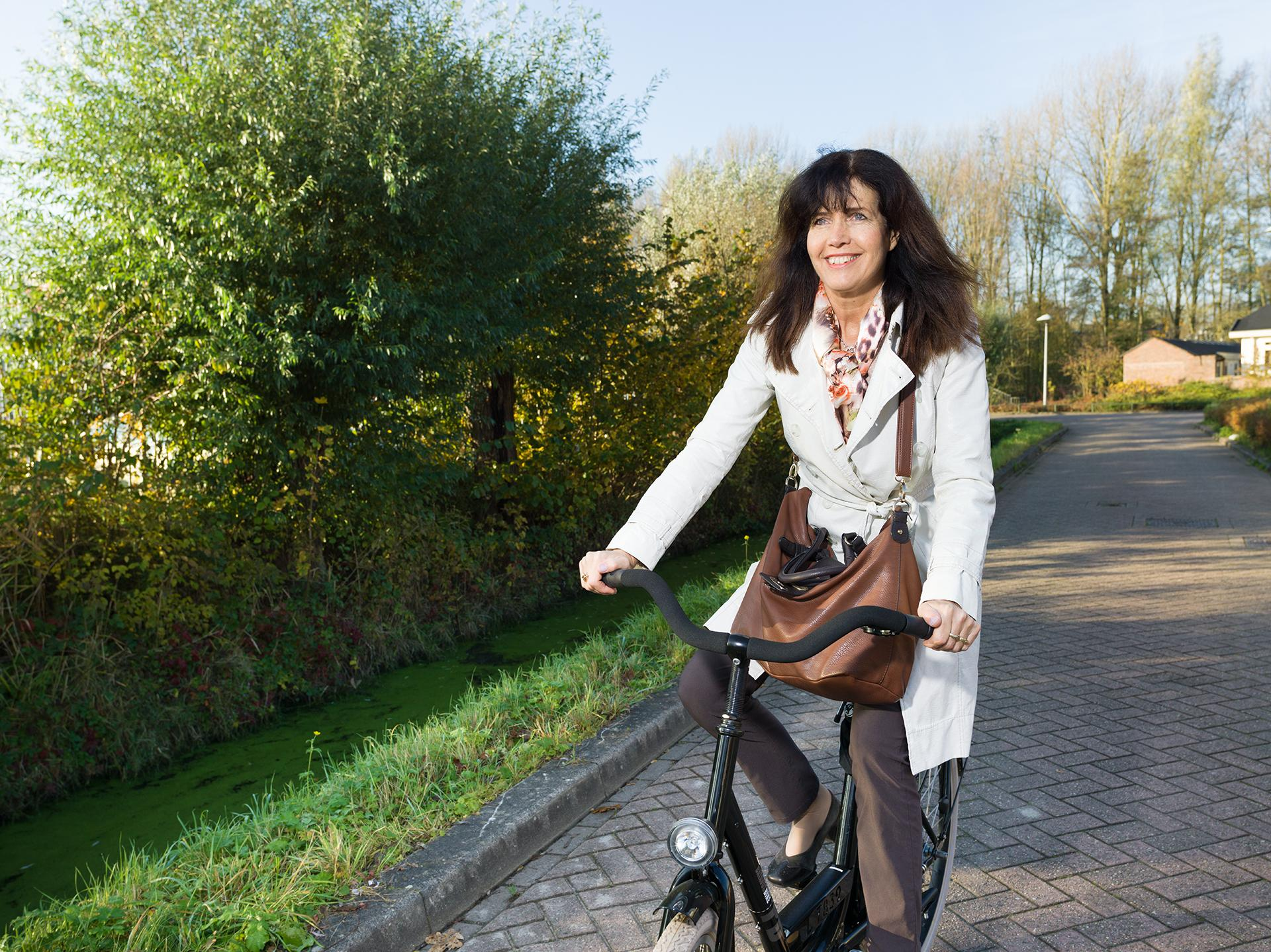 woman_on_bike